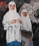 poto saat jalan-jalan untuk perpisahan SMP di goa Jatijajar (aku dan Neng dewi)