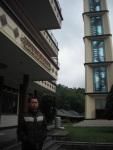Di Area Wisata ini, terdapat Masjid yang cukup besar, Yup Masjid At-Tien nama nya O:)